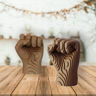 Poing fermé en bois